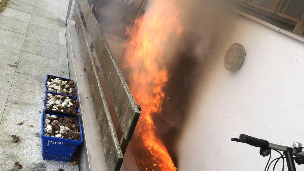 Hausbrand wegen Sauna: Katze stirbt im Rauch – Haus unbewohnbar