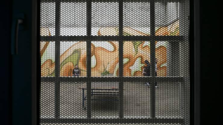 Ausschaffungshäftlinge dürfen täglich drei Stunden auf den Spazierhof.