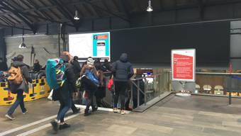 Neue Anzeigetafel am Basler Bahnhof SBB wird erst im Juni voll bespielt