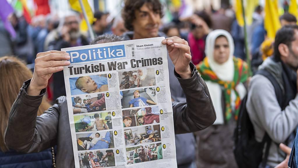 In Luzern, Genf und Bern haben am Samstag Demonstrationen gegen die türkische Militäroffensive in Nordsyrien stattgefunden.