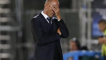 Marseilles Trainer Elie Baup ärgert sich.