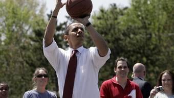 Barack Obama spielt Basketball (Archiv)