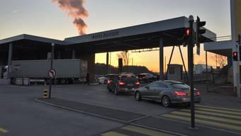 Es staut am Grenzübergang Koblenz