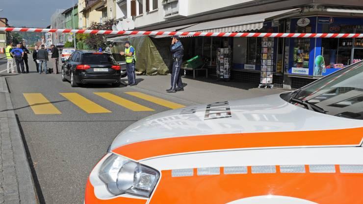 An der Landstrasse erschoss ein Mann eine Frau.
