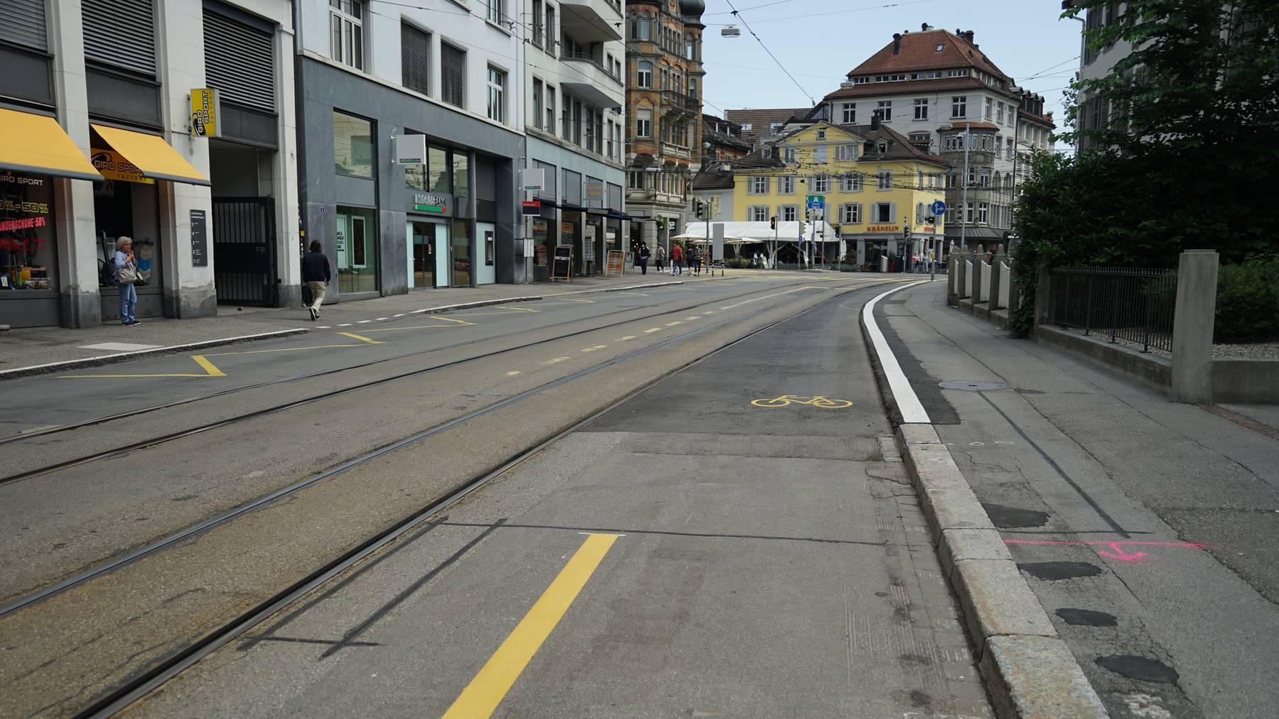 Der 20-Jährige wurde an der Bahnhofstrasse schwer verletzt.
