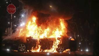 Unruhen an Ostern: In der Nacht auf Freitag zündeten Kriminelle auch Autos in der nordirischen Region Londonderry an.