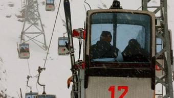 Ein Snowboarder wurde von einer Zermatter Gondebahn verletzt und wurde dann von der Zermatt Bergbahnen AG verklagt.