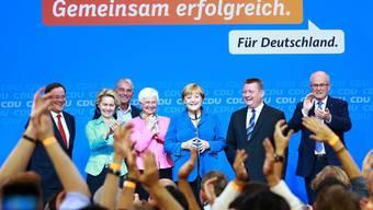 Eine Frau lässt sich und die Union feiern: Angela Merkel am Wahlabend