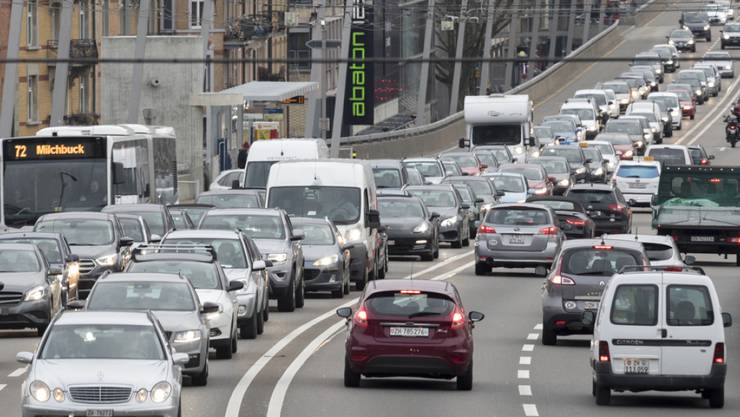 Autofahrer sollen im Kanton Zürich in Zukunft mehr zahlen. So will es zumindest der Kantonsrat. (Symbolbild)