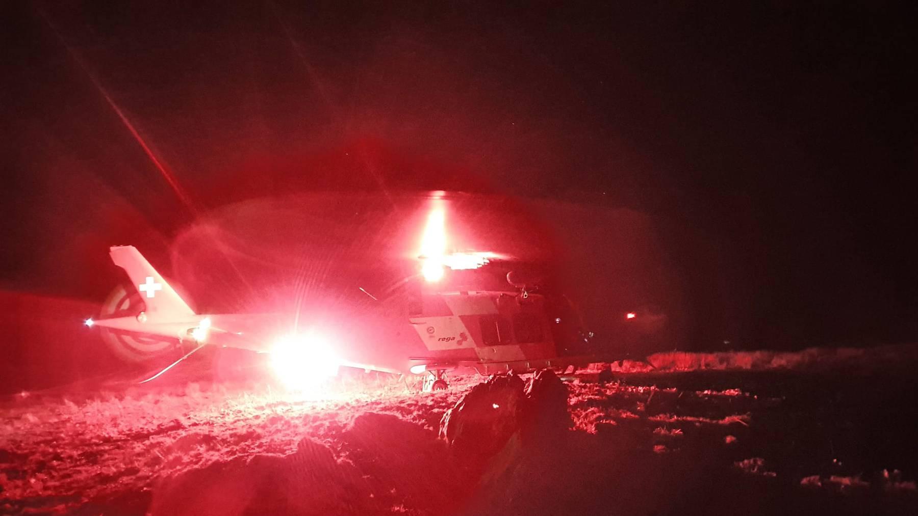 Der Rega-Helikopter musste die Suche anfangs wegen Nebel beenden.