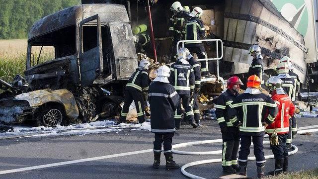 Der ausgebrannte Lastwagen