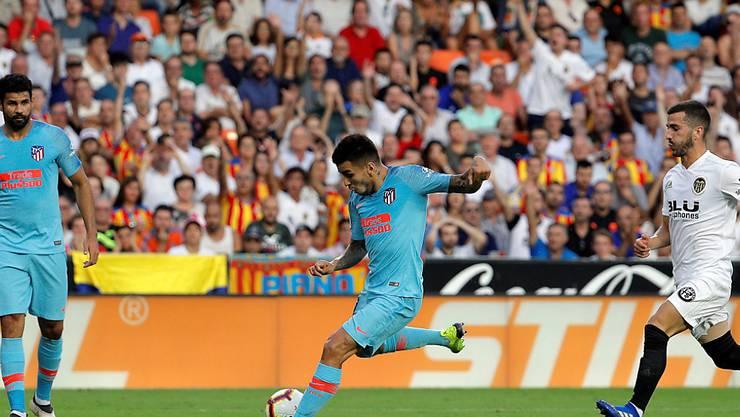 Da war die Welt noch in Ordnung für Atlético: Angel Correa drückt ab und trifft