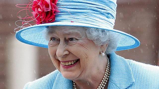 Queen Elizabeth isst nicht viel zum Frühstück (Archiv)
