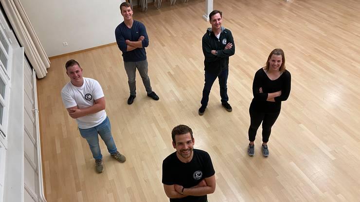 Von vorne im Uhrzeigersinn: Marco Schuler (Präsident), Leon Grass (Vizepräsident), Colin Erhard (Aktuar), Philipp Maier (Kassier) und Larissa Kümin (Vereinswartin)