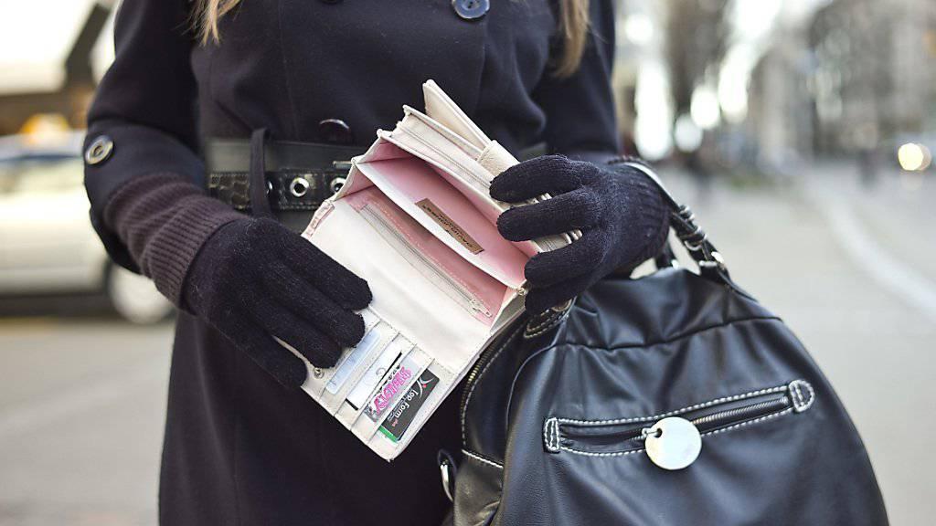 Dieses Portemonnaie wird, obwohl es leer ist, nicht ausreichen, um den am verregneten Sonntag gewonnenen Rekord-Jackpot von über 7,5 Millionen Franken zu verstauen. (Symbolbild)