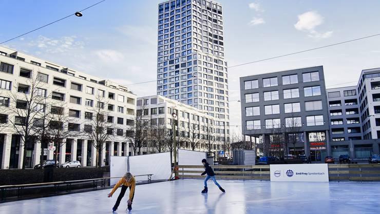 Das Eisfeld auf dem Rapidplatz soll nächstes Jahr grösser werden.