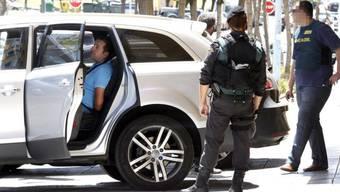 Die Polizei in Malaga nimmt mutmassliche Mafiosi fest