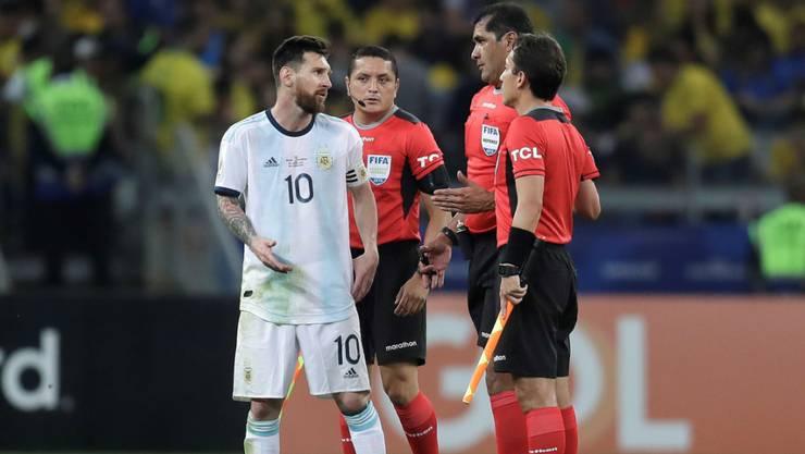 Messi und seine Teamkollegen waren unzufrieden mit der Leistung der ecuadorianischen Schiedsrichter.