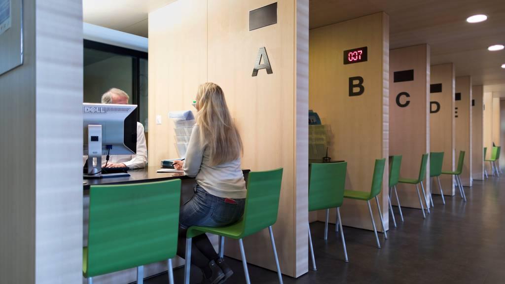 Die Arbeitsvermittlungszentren haben während der Coronakrise alle Hände voll zu tun, ihre Klientinnen nicht.