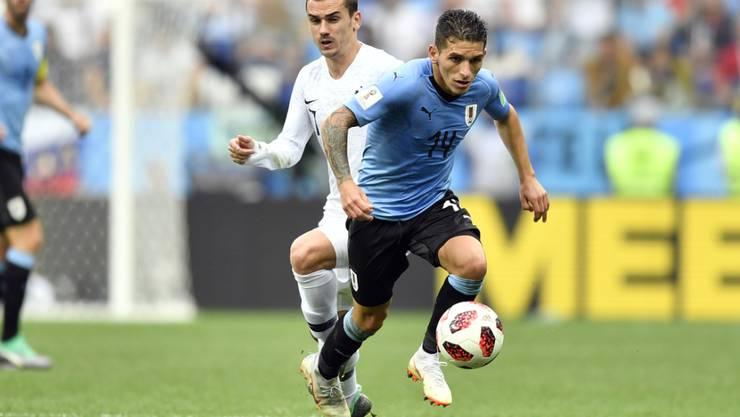 Lucas Torreira im Zweikampf mit Antoine Griezmann im verlorenen Viertelfinal gegen Frankreich