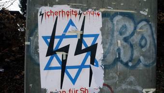 Antisemitische Schmiererein: Davidstern mit Runenzeichen verhunzt.