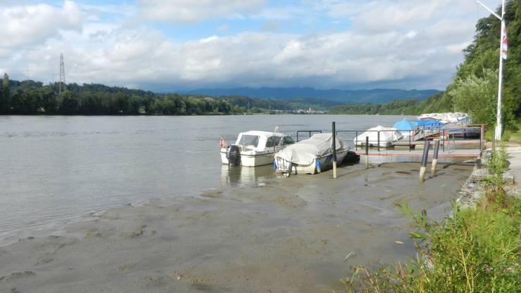 Viele Boote liegen auf Grund.