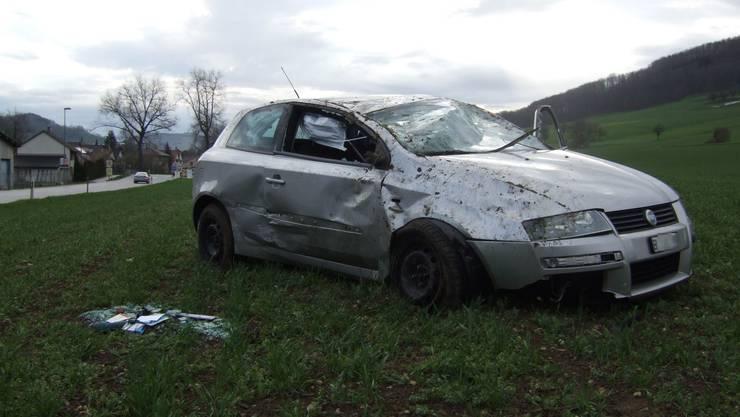 Beim Unfall wurde eine 50-jährige Autofahrerin verletzt, ihr Fahrzeug wurde stark beschädigt.