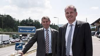 Stau vor dem Gubristtunnel: die Regierungsräte Ernst Stocker (ZH, links) und Stephan Attiger (AG) an der A1.