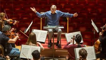 «Ich habe noch viel zu lernen von ihm»: Herbert Blomstedt wird in der Tonhalle Zürich Beethovens Siebte und Achte dirigieren. The New York Times/Redux/laif