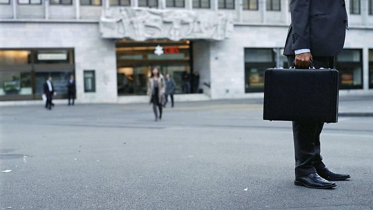 Die Schweizer Banken planen wieder Neueinstellungen, nachdem ihr Personalbestand über Jahre hinweg geschrumpft ist. (Symbolbild)