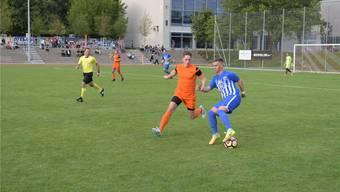 Engstringes Leandro Catalano (am Ball) und Oetwil-Geroldswils Yven Pfenninger spielen übermorgen gegeneinander . msu