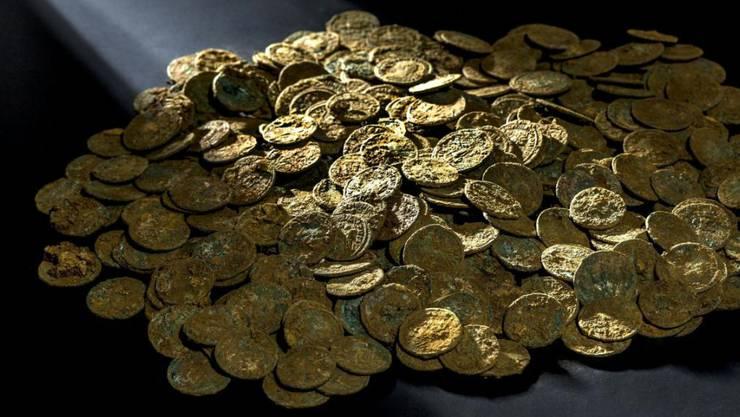 Ein Teil des Münzschatzes, der 2015 bei einem Bauern in Ueken gefunden wurde.