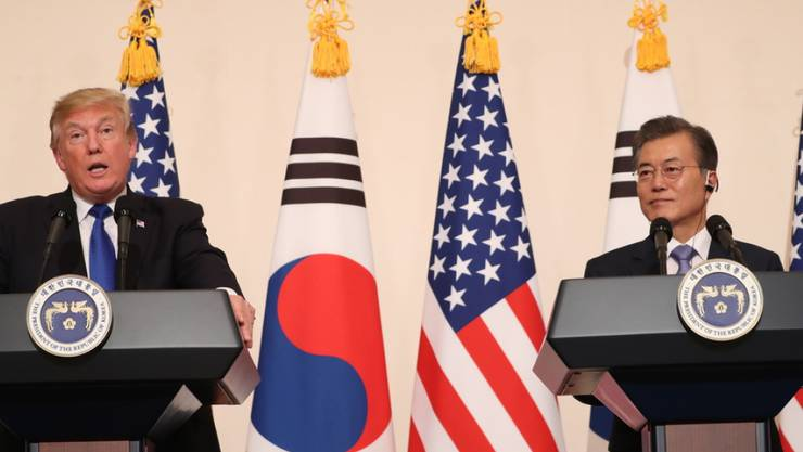 US-Präsident Donald Trump und Südkoreas Präsident Moon Jae In am Dienstag bei einer gemeinsamen Medienkonferenz in Seoul.