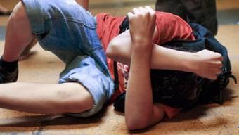Jugendlicher wird Opfer von Gewalt (Symbolbild)