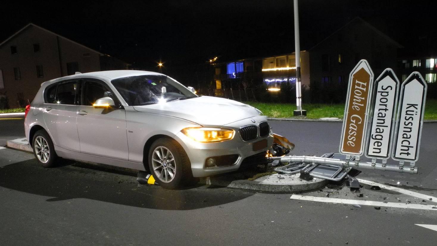 Drei Selbstunfälle auf Schwyzer Strassen