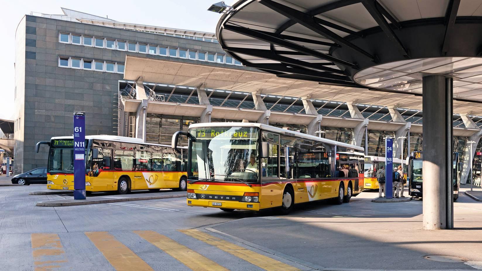 Längere Haltestellen auf Postauto-Linie Luzern-Adligenswil