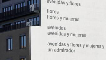 """Dieses Gedicht des Schweizers Eugen Gomringer soll übermalt werden, weil es angeblich sexistisch ist. Frauen zu bewundern, sagen Kritiker, heisse, sie zu erniedrigen. Die Akademie der Künste kontert die geplante Übermalung der """"avenidas"""" mit einem eigenen Gomringer-Gedicht. (Archivbild)"""