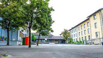 Nach dem Vorschlag des Gemeinderats wäre die Wohler Bezirksschule aus der Schulanlage Halde ausquartiert worden und in einen Neubau gezogen, wenige Meter westlich auf dem Pilatus-Areal. CA/Archiv
