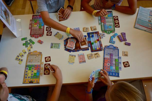 Mehr als 30 Spiele wurden von Spielbetreuerinnen und -betreuern erklärt.