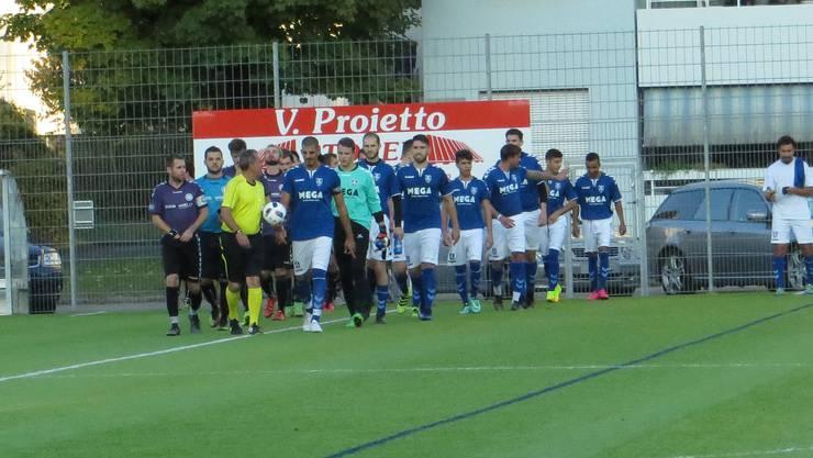 Einmarsch vom FC Frenkendorf und FC Zeiningen