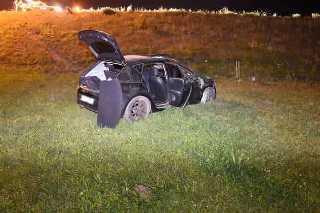 Das Auto eines 24-Jährigen ist von der Strasse abgekommen und hat sich überschlagen.