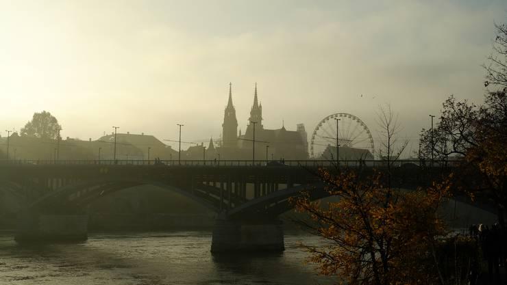 Basel versinkt im Nebel.