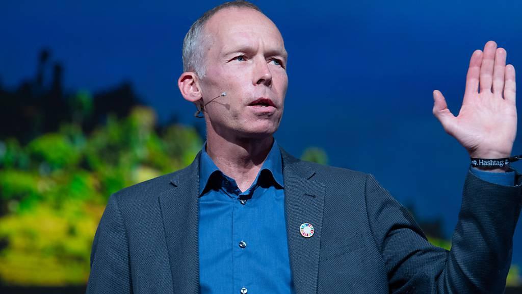 ARCHIV - Der Wissenschaftler Johan Rockström spricht auf einer Veranstaltung. Foto: Soeren Stache/dpa/Archiv