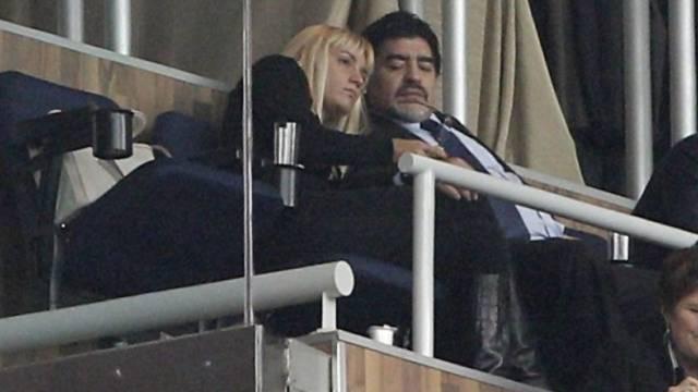 Ein Paparazzo-Bild aus guten Zeiten: Oliva und Maradona (Archiv)
