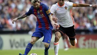 Lionel Messi (links) im Duell mit Valencias Enzo Perez