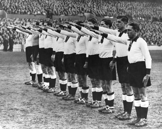 1938, nach dem Anschluss Österreichs, fuhr auf Befehl der NS-Führung eine paritätisch gebildete Mannschaft «Grossdeutschland» an die WM nach Frankreich. Sie scheiterte an der Schweiz (1:1 und 2:4). 1941 spielte man in Stuttgart 2:4; am Geburtstag des Führers, am 20. April 1941, gewann die Schweiz in Bern mit 2:1. Über die Reaktion Hitlers ist nichts bekannt.