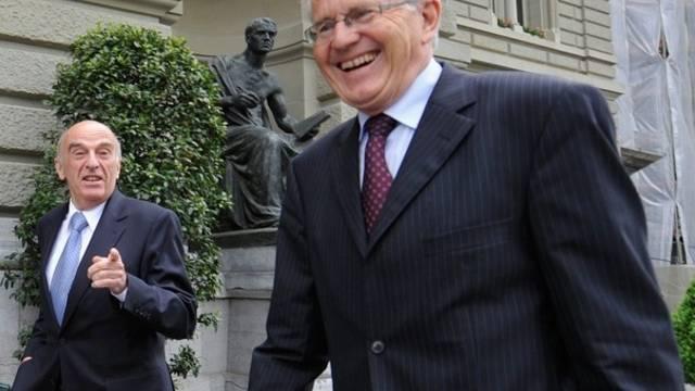 Kaspar Villiger (r.) ist bereit zu Gesprächen mit dem Bundesrat (Archiv)