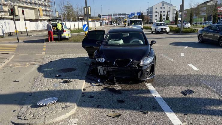 An den Autos entstand beträchtlicher Schaden.