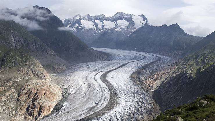 Blick von der Moosfluh auf den Aletschgletscher im Juli 2017. Im Alpenraum gehen die Gletscher besonders stark zurück. (Archivbild)