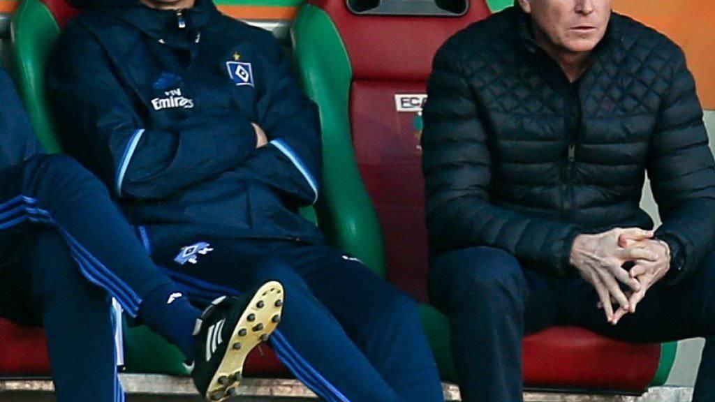 Anspannung und Nervosität beim HSV: Trainer Markus Gisdol (rechts)